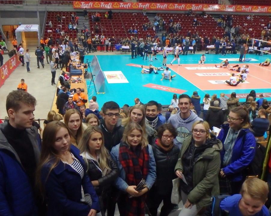Nasi uczniowie na meczu w  Ergo Arenie